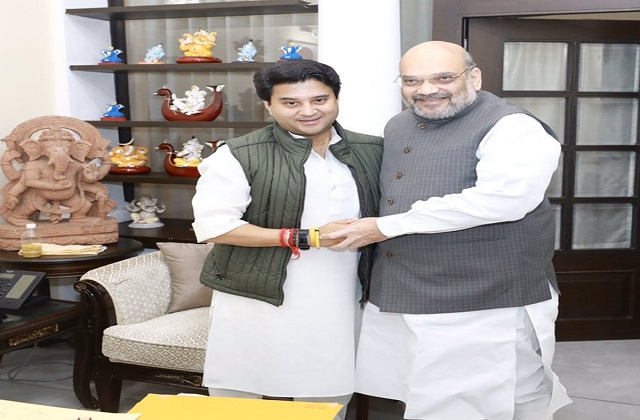 Scindia joins BJP, Amit Shah wrote this photo together